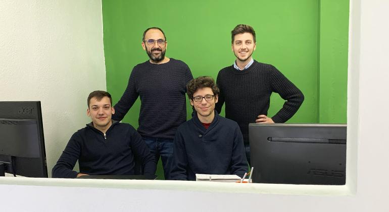 El equipo de internet mallorca ib-red en la oficina de pollensa
